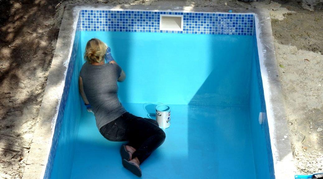 Klusvrouw Nicole bouwt een zwembad