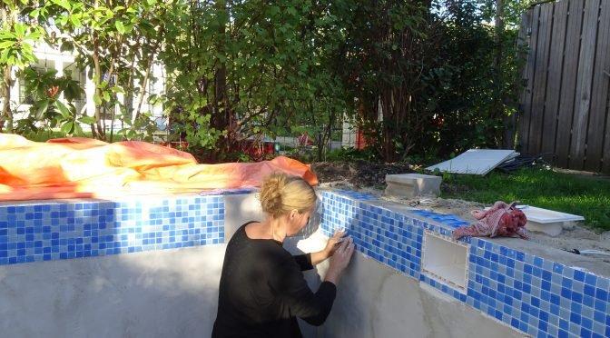 Nicole bouwt een zwembad