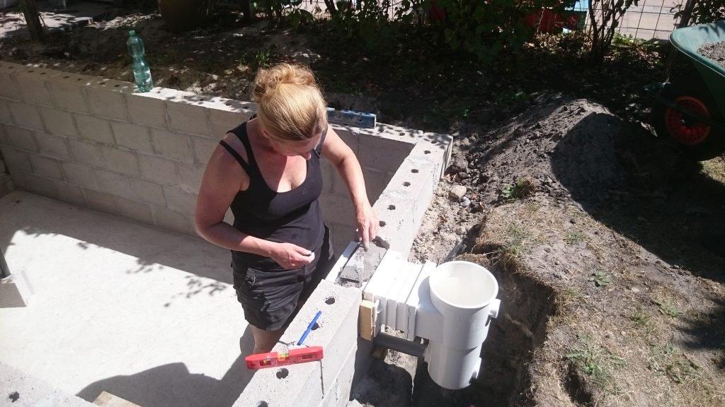 Klusvrouw Nicole Prins zwembad bouwen