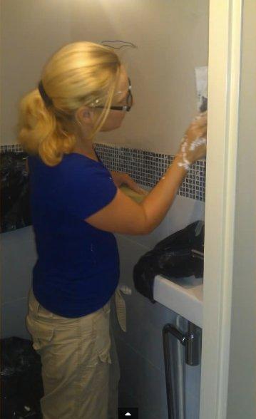 Zwevend toilet bouwen door klusvrouw Nicole Prins