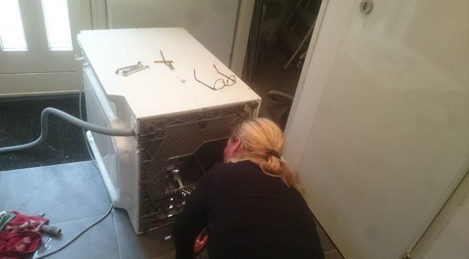 Wasmachine repareren - Koolstofborstels vervangen