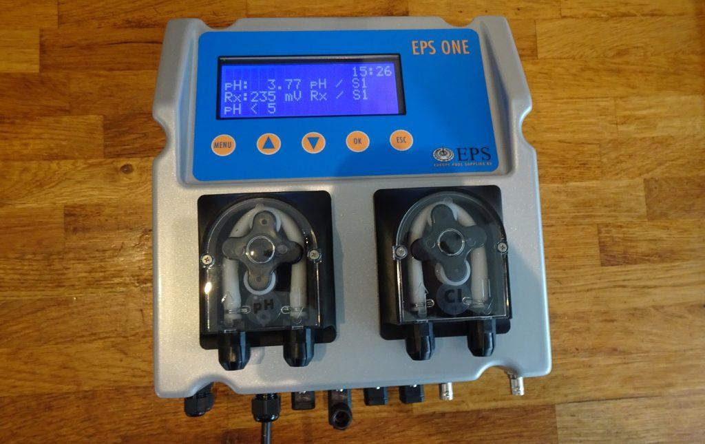 EPS One doseersysteem zwembad waterbehandeling Chloor en pH dosering